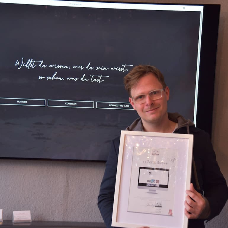 DESIGNSTUUV Referenz Christian Wolff Zertifikatübergabe für Website