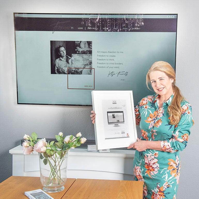 DESIGNSTUUV Referenz Katja Freimuth Zertifikatübergabe für Website