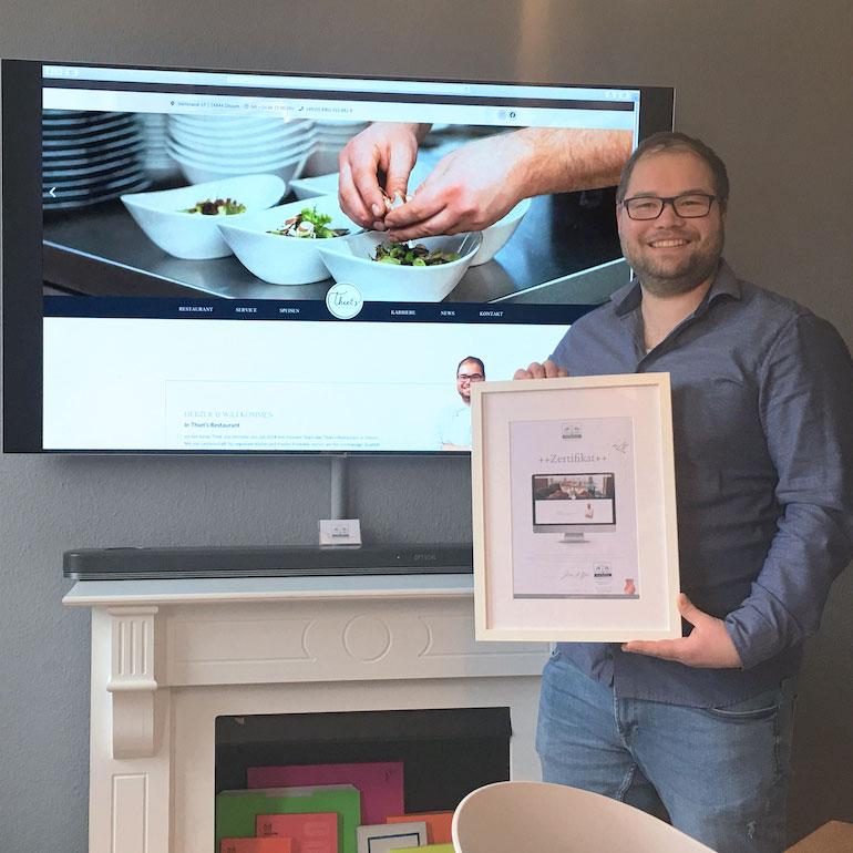 DESIGNSTUUV Referenz Thiets Restaurant Zertifikatübergabe für Website