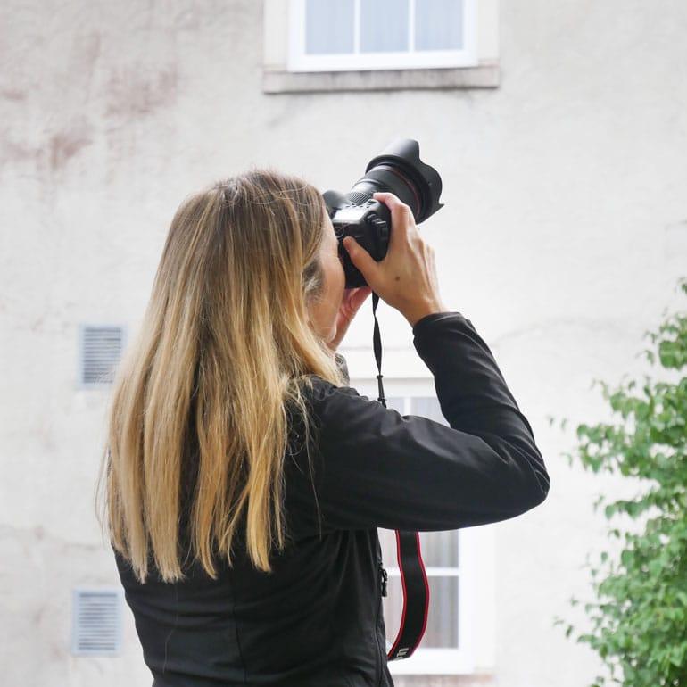 Fotografin Susanne Janssen macht Gebäudeaufnahmen
